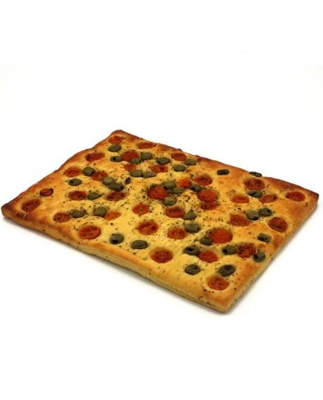 Focaccia Mediterranea pomodorini, olive surgelata di semola di grano duro- 40x60cm 1700g- cartone sfuso n.6 pezzi Mininni Buene